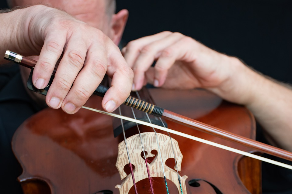 como segurar arco do violino